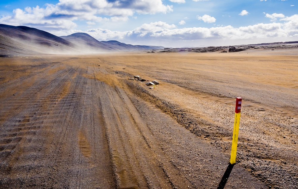 iceland_crossing_traverse_road