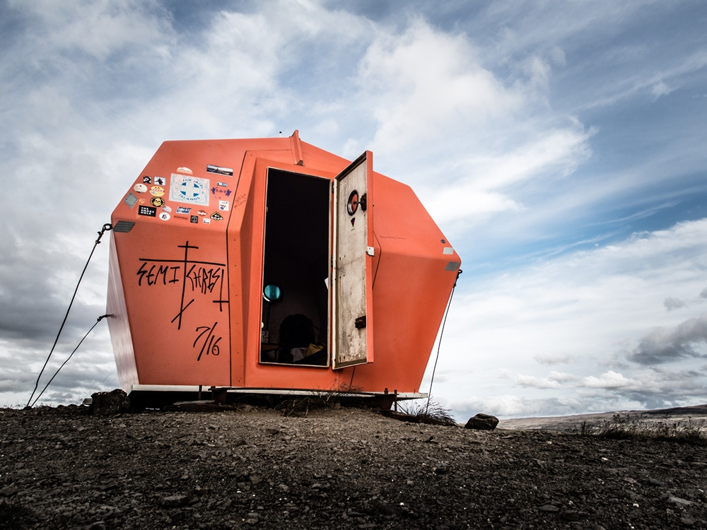 iceland_crossing_traverse_road_shelter
