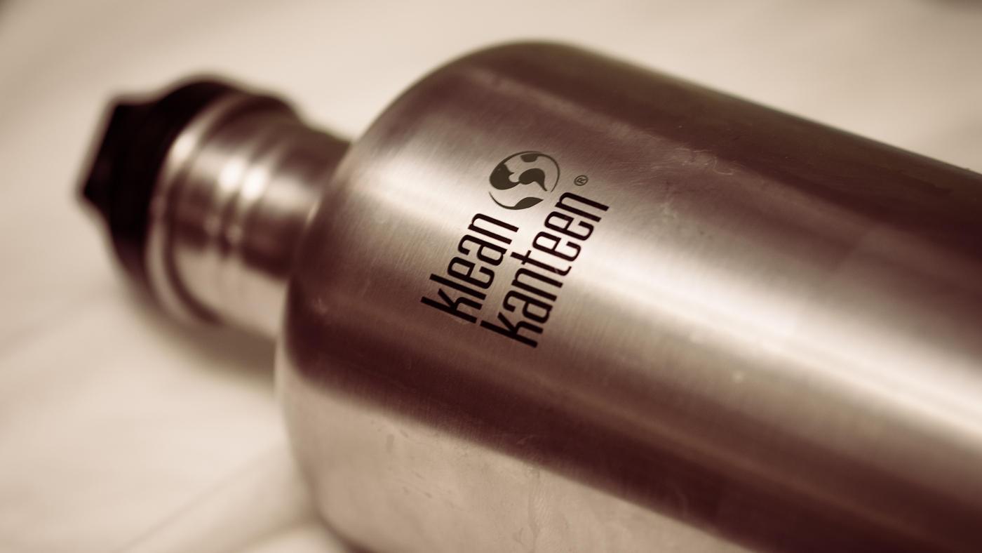 Stalowy bidon na wodę – przydatny czy niepraktyczny?